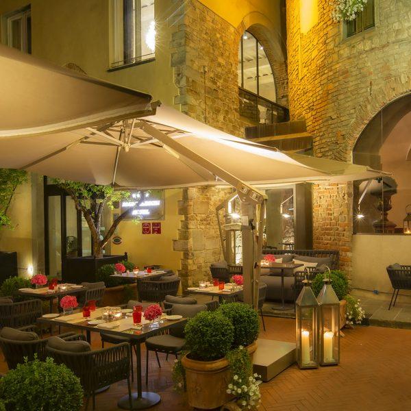 Hotel Brunelleschi a Firenze : Ristorante all'aperto