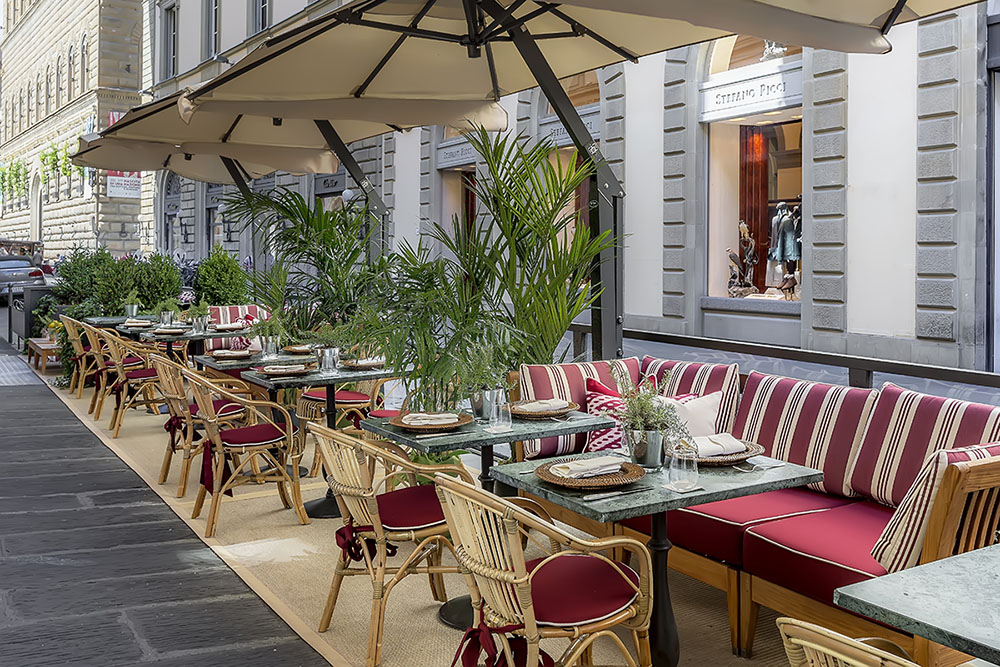 Starhotels Helvetia & Bristol in Florence: Outdoor dining tables